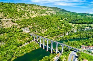 Prenájom auta Oyonnax, Francúzsko